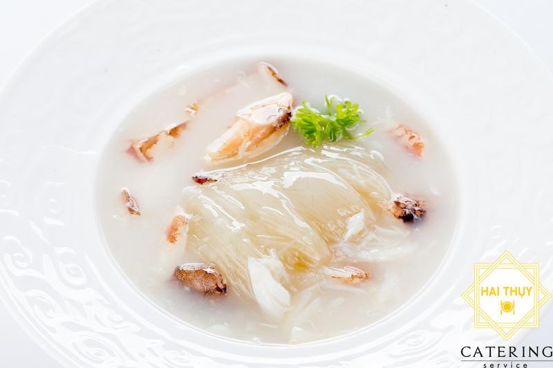 Soup vi cá hồi thịt cua