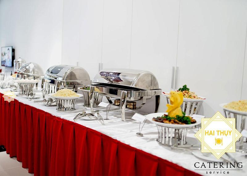 Đặt tiệc buffet tại văn phòng – Khoác chiếc áo thời thượng cho buổi tiệc