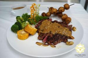 Bò Rebiya Úc nướng sốt nấm - Thực đơn tiệc tại nhà hấp dẫn