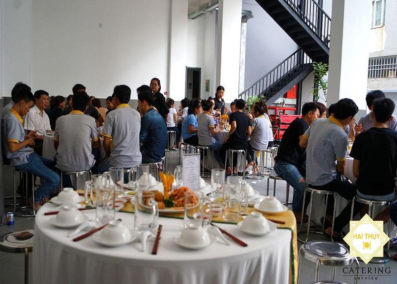 Háo hức với buổi tiệc liên hoan công ty Bao Bì Toàn Phát – Hai Thụy Catering