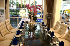 Bữa tiệc tân gia diễn ra ngay tại ngôi nhà mới thân yêu của chị Hà