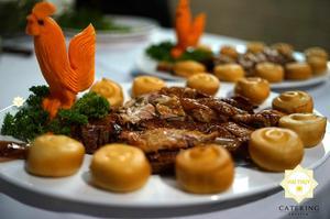 Khâu trang trí món ăn luôn được Hai Thụy Catering chăm chút