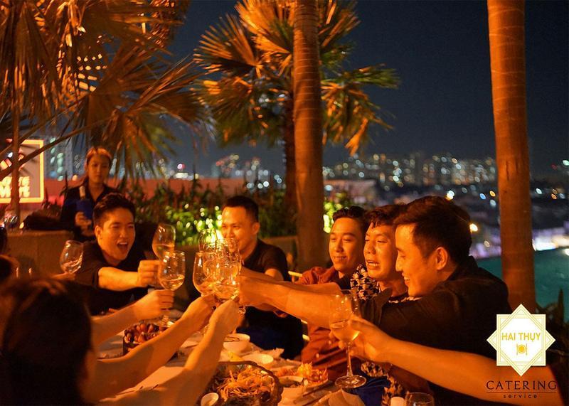 Tổ chức tiệc mừng sinh nhật anh Trường tại chung cư Sunrise City