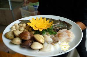 Dĩa nguyên liệu hải sản tươi ngon