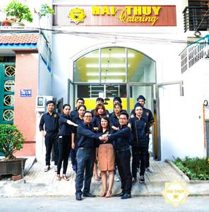 Đội ngũ nhân viên công ty ẩm thực lưu động Hai Thụy