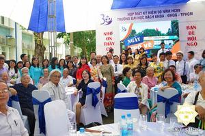 Tiệc liên hoan mừng ngày hội ngộ 30 năm HC89 Đại học Bách Khoa