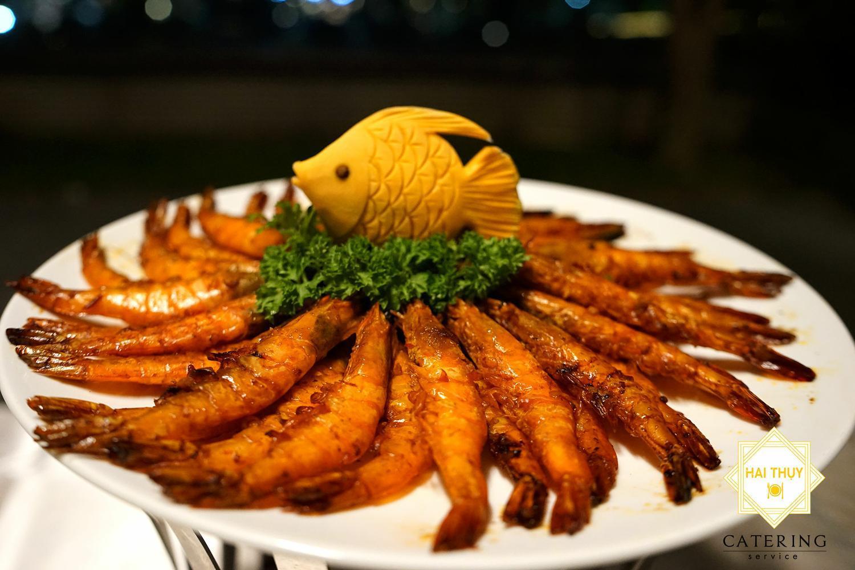 Món ăn trong tiệc buffet luôn mang trọn hương vị tuyệt vời
