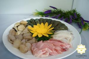 Dĩa nguyên liệu hản sản tươi ngon phục vụ cho món lẩu