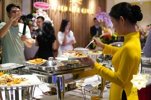 Tổ chức tiệc buffet khai trương tại công ty