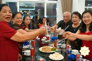 Buổi tiệc liên hoan luôn chan chứa niềm vui