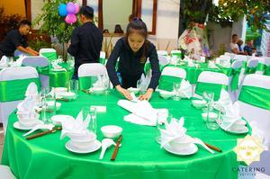 Set up bàn tiệc chuyên nghiệp và trang trọng