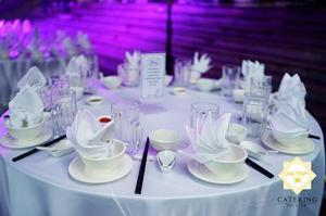 """Những """"chiếc áo"""" trải bàn trắng sáng và tinh tươm"""