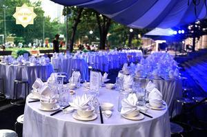 Bàn tiệc được đặt hợp lý giúp mang đến cho buổi tiệc một sự đẳng cấp và tinh tế