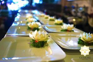 Những bông hoa được cắt tỉa đẹp mắt bởi những người đầu bếp
