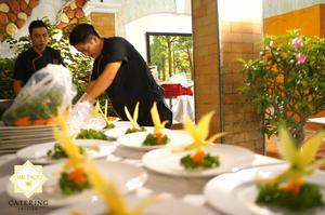 Các đầu bếp gạo cội, giàu kinh nghiệm đang trau chuốt vẻ ngoài cho món ăn