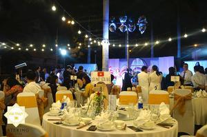"""""""Bảng tên bàn"""" được đặt giữa giúp khách mời dễ dàng tìm thấy vị trí được chuẩn bị sẵn cho mình"""