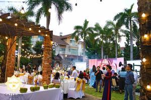 Những khách mời từ các quốc gia khác nhau cũng khoe sắc trong những chiếc áo dài truyền thống của Việt Nam