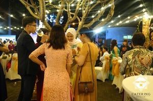 Không khí thưởng thức các món buffet truyền thống của Việt Nam sôi nổi và hào hứng