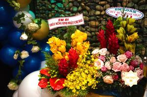 Những bó hoa chúc mừng