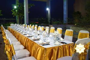 Những chiếc bàn tiệc toát lên phong cách set up chuyên nghiệp của Hai Thụy Catering
