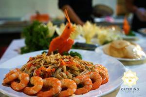 Món gỏi ngó sen tôm thịt với hương vị thơm ngon và bày trí đẹp mắt