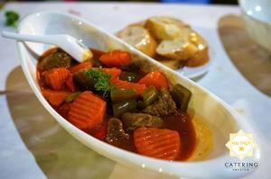 Món bò nấu ngũ vị ăn với bánh mỳ đem đến hương vị thơm ngon tuyệt hảo