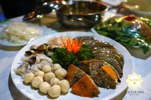 Các nguyên liệu làm nên món lẩu riêu cua đồng, hải sản thơm ngon