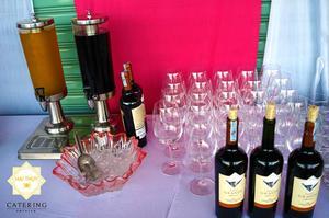Cùng rất nhiều loại nước uống khác nhau, có cả rượu peso sang trọng