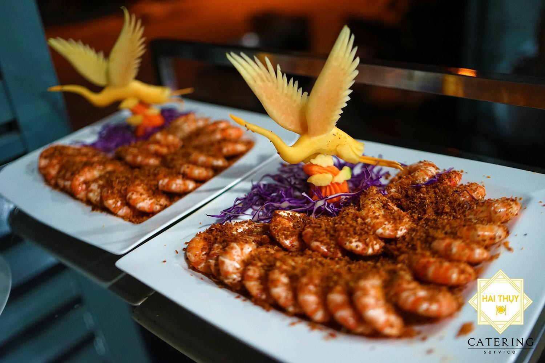Tôm rang muối Hồng Kông tươi ngon, hấp dẫn, thơm ngon được bày trí đẹp mắt, tỉ mỉ