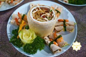 Gỏi hải sản hương dừa Hai Thụy với công thức chế biến riêng biệt, độc đáo