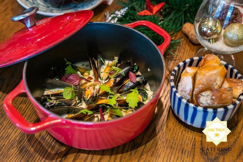Lên thực đơn đặt tiệc tất niên tại nhà với mức giá hấp dẫn - Hai Thụy Catering