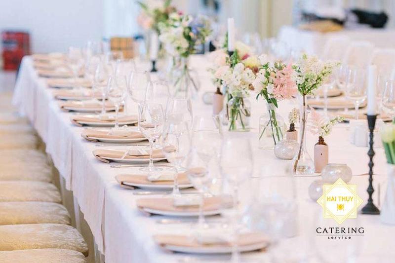 Ẵm trọn sự hoàn hảo vào trong buổi tiệc với dịch vụ đặt tiệc cưới ngoài trời