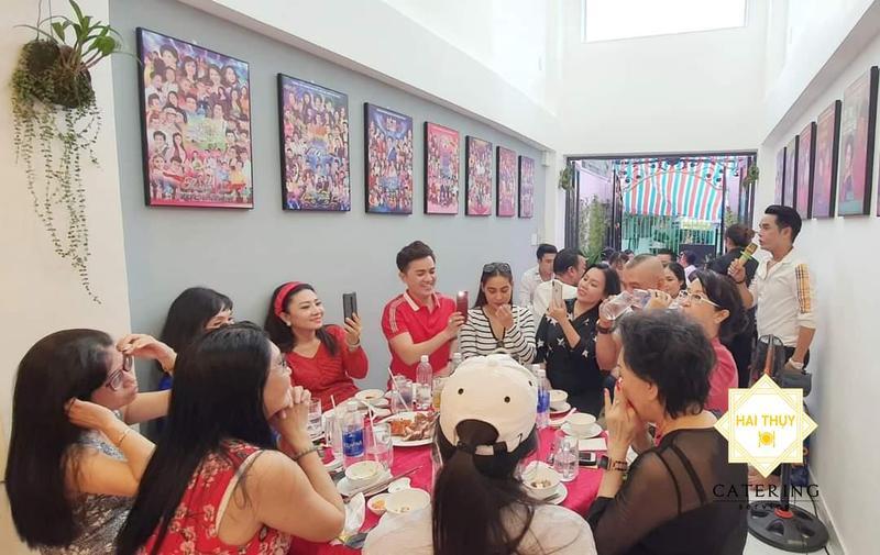 Đặt tiệc tại nhà chuyên nghiệp cùng buổi tiệc Giỗ tổ nghề của ca sĩ Ân Thiên Vỹ
